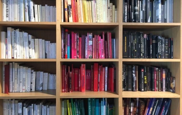 整頓された本棚